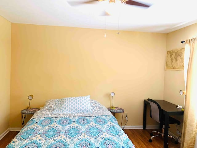 Cozy Room In 5 Points, close to UGA, No Extra Fees