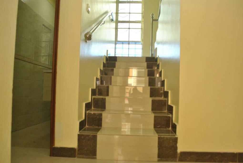 Wide staircase, easy to move up and down.
