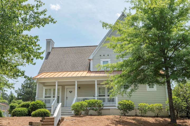Two Bedroom Luxury Cottage, Williamsburg, VA (A692)