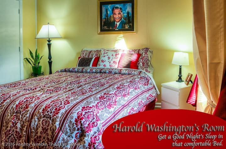 Private Room in Cozy Townhouse (Harold Washington)