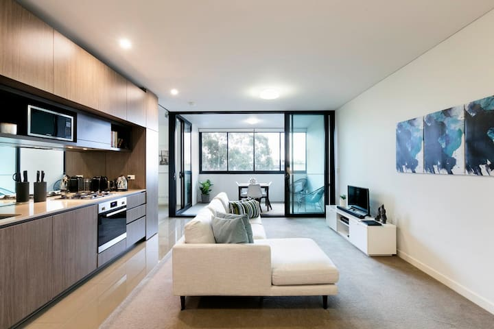 Modern Apartment 5 minutes from CBD