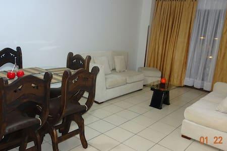 Habitación amoblada TV y Escritorio - Bucaramanga