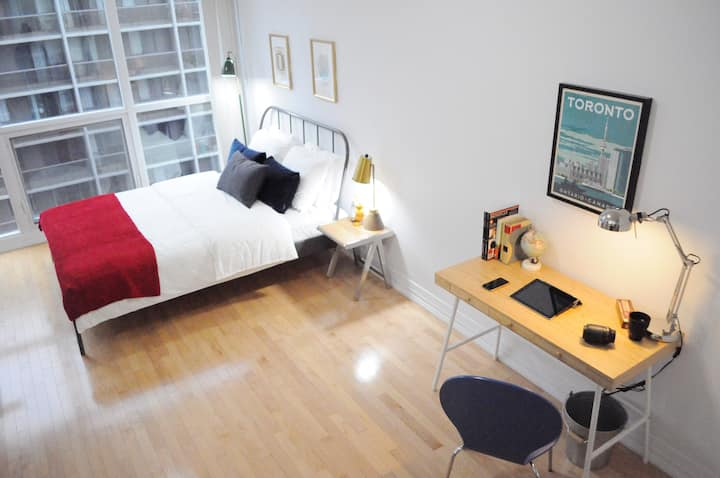 Downtown Designer Studio - Prime Location