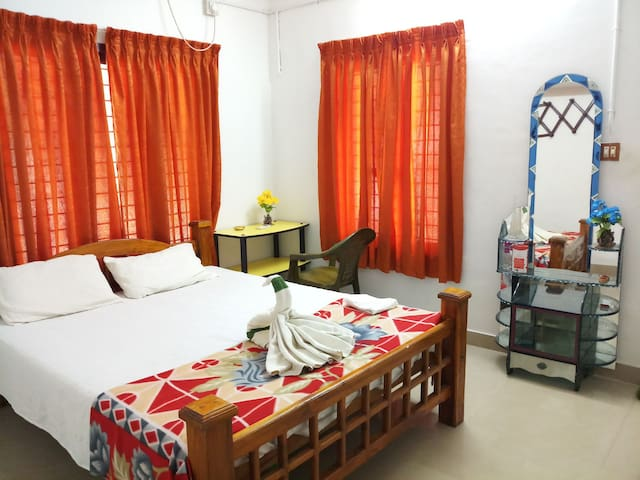 BUDGET AC DOUBLE ROOM @ ACHAYANS HOMESTAY MARARI