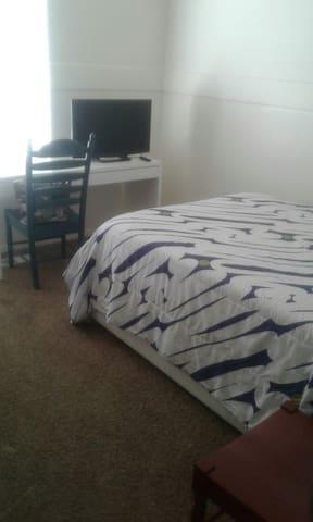 Full bed. Desk. Kitchen. Near Freeway. - Lehi - Rumah