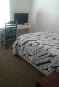 Full bed. Desk. Kitchen. Near Freeway. - Lehi - บ้าน