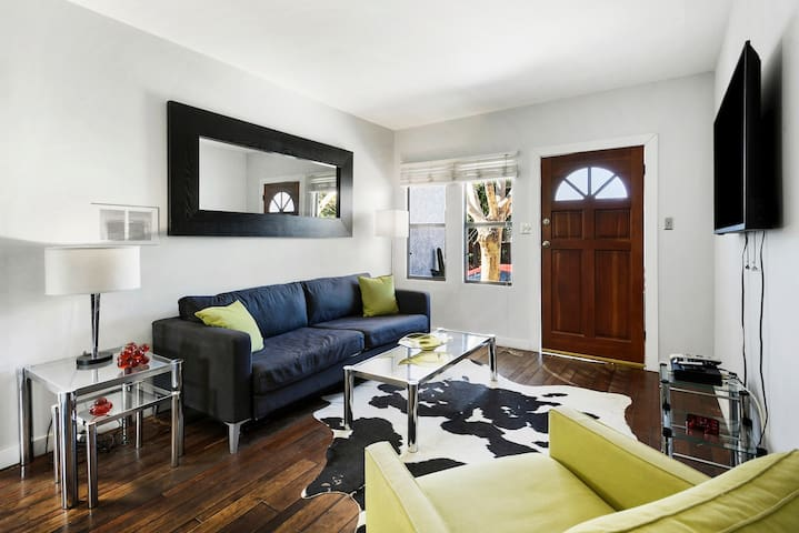 **Renovated  One-Bedroom Spanish Bungalow in WEHO*