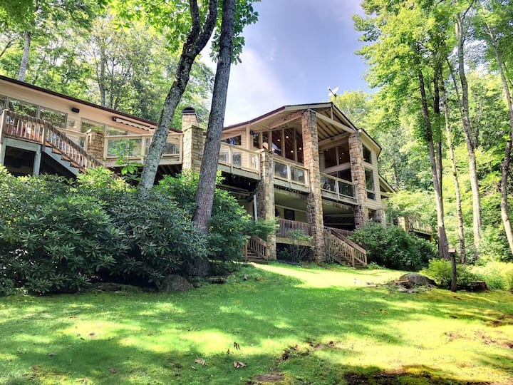 10,000 Sq. Ft. Gated MountainEstate Sleeps21People