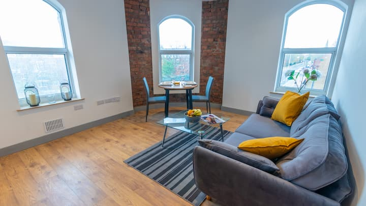 Spacious Modern Apartment close to Manchester City Centre By Pillo Rooms