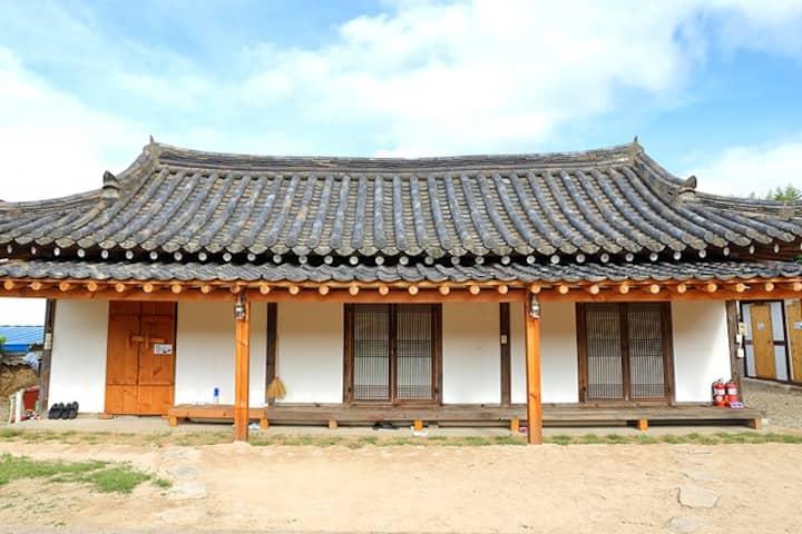 "GyeonJu traditional Han-Ok ""만송정고택(별채)"""
