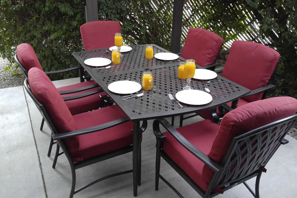 New table and chairs for back patio in 2017
