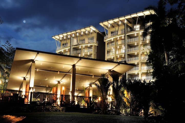 Luxury House Rainforest ***within 5-star Resort***