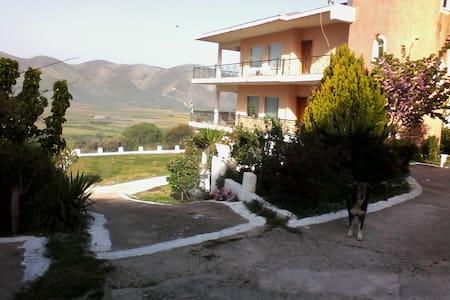 Cosy 80 sqm apartment very close to Acheron river