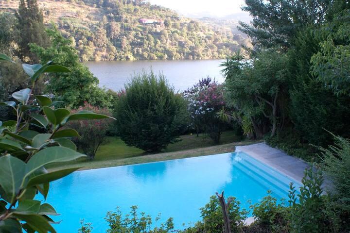 Quinta Das Fragas - The Fantastic House