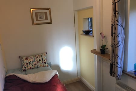 Lovely clean, quiet room in Hemel Hempstead - Hemel Hempstead