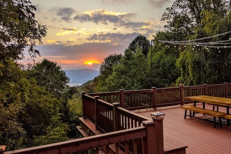 Stunning Waynesville Mtn. Home w/Blue Ridge Views