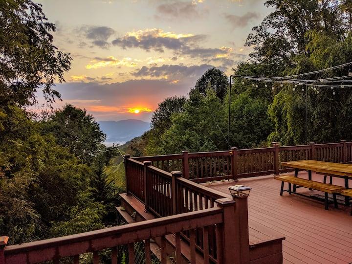 Stunning Waynesville Mtn. Home w/Blue Ridge Views