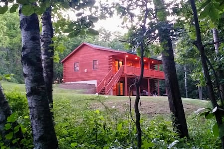 Timber Ridge Hideaway 4BR Log Cabin - Harpers Ferry