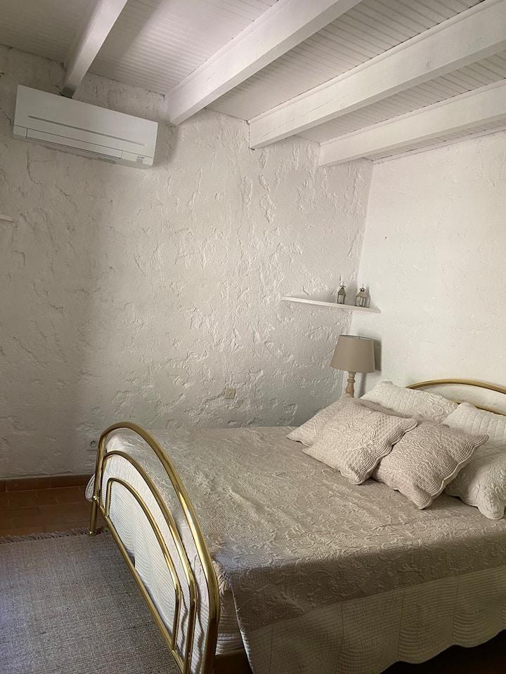 Petite chambre privée aux Issambres