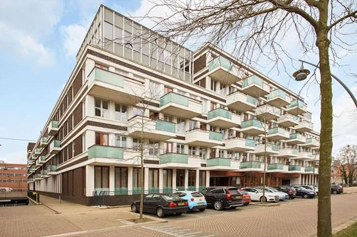 Comfortable apartment with spacious sunny balcony - 's-Hertogenbosch - Lejlighed
