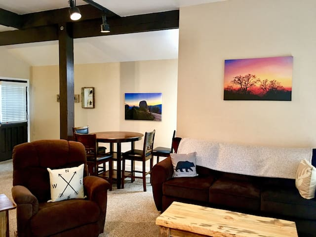 The Town Centre Loft -Near Yosemite & Bass Lake