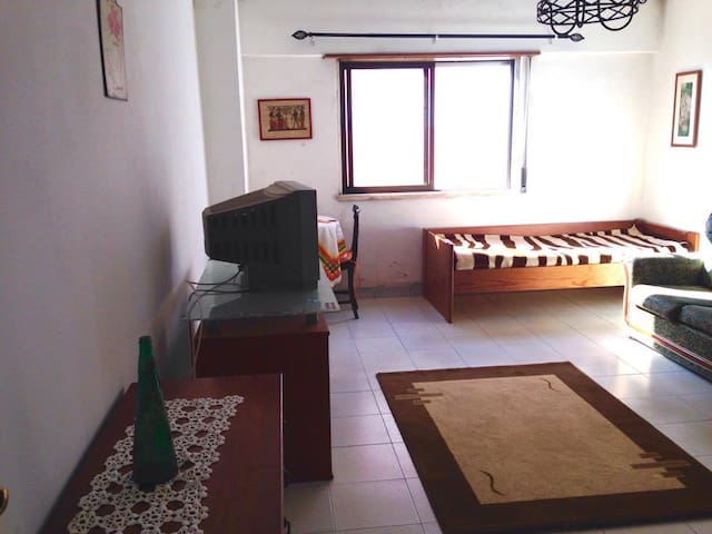 Bedroom in Cacém, close to train station - Agualva - Wohnung