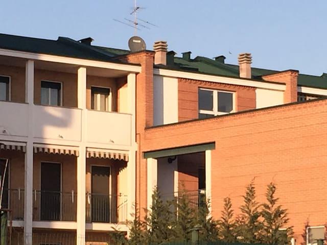 Per viaggiatori di lavoro o piacere a Novara - Pernate - Lägenhet