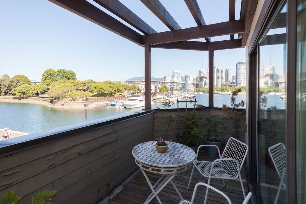 The westward facing balcony overlooking the Racing Canoe Club Lagoon and Ron basford Park is an excellent place to catch a sea breeze or the afternoon sun.