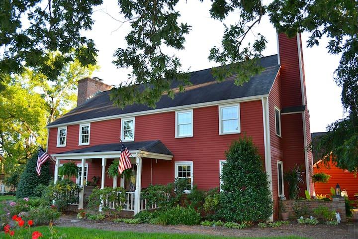 Jefferson Island Suite in the Saltbox Inn