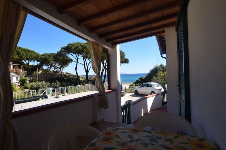 Strandnahe Ferienwohnung mit Klimaanlage; Parkplätze vorhanden