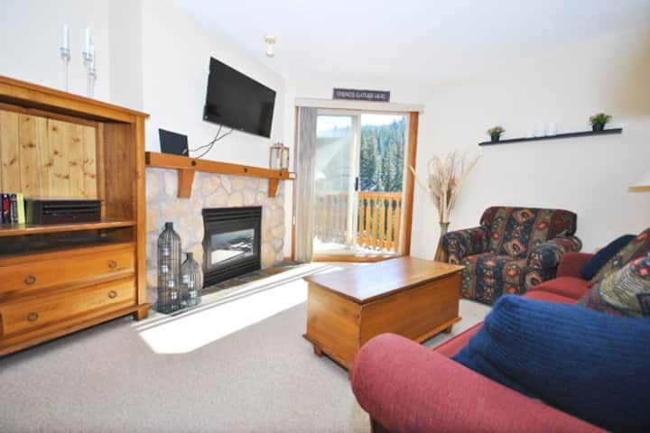 Fireside 301: 1BR with Private Balcony
