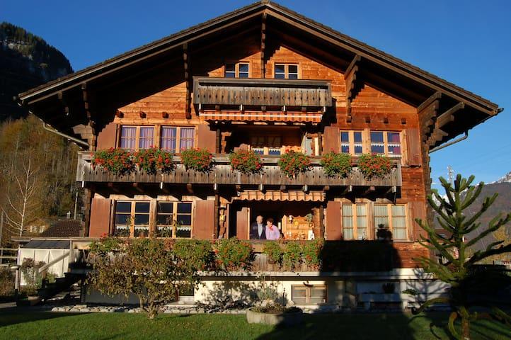 Chalet zum Steg Meiringen Doppel Zimmer mit Balkon