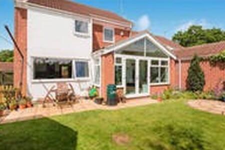 DoubleRoom in modern high spec home - Peterborough
