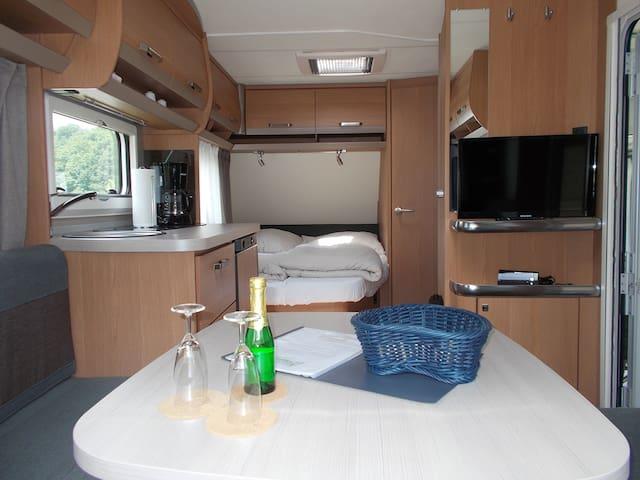 Mietwohnwagen mit Doppelbett für 2 Personen