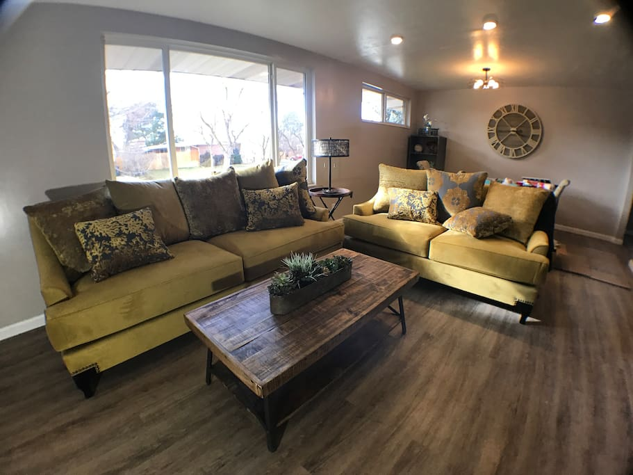 A Great Space for a Cozy Family Vacation, Attend a Conference, or Ski our Beautiful Mountains!