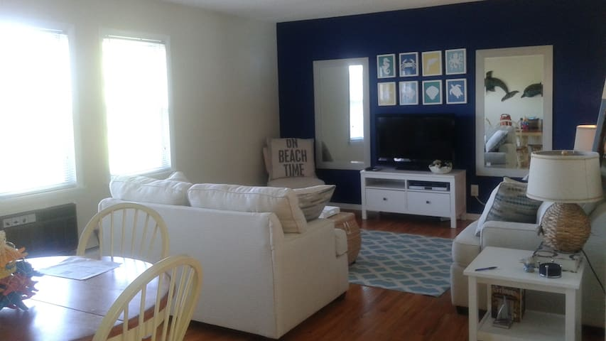 ONE BLOCK TO BEACH---ADORABLE SUMMER RENTAL!! - Point Pleasant Beach - Flat