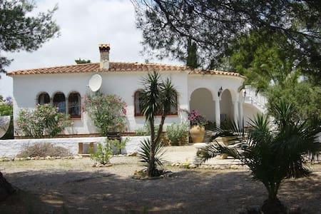 Chalet individual con gran jardin - Miami Playa - House