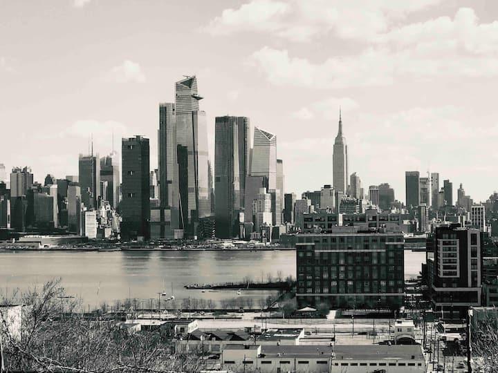 Sleeps 12 3 BR's NY Skyline!