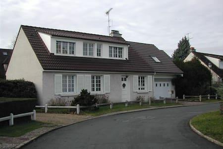1 chambre en vallée de chevreuse - Cernay-la-ville - Huis