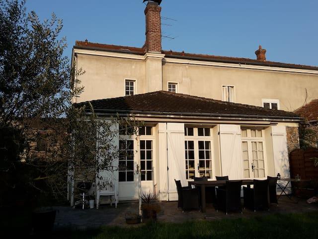 Grande maison proche Paris - Corbeil-Essonnes