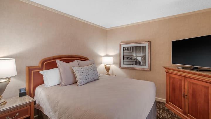 Omni Mandalay Hotel at Las Colinas  - 1 King Bed