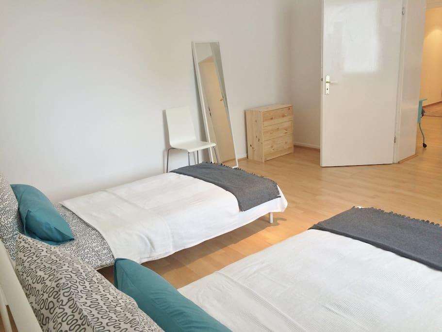 Schlafzimmer, mit 2 Schlafmöglichkeiten und Kleiderschrank