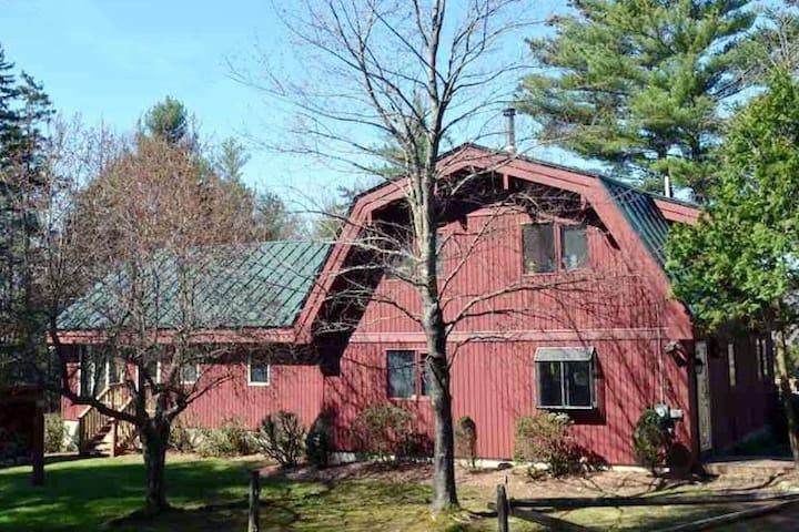 All Season 10 Acre Retreat Close to Slopes