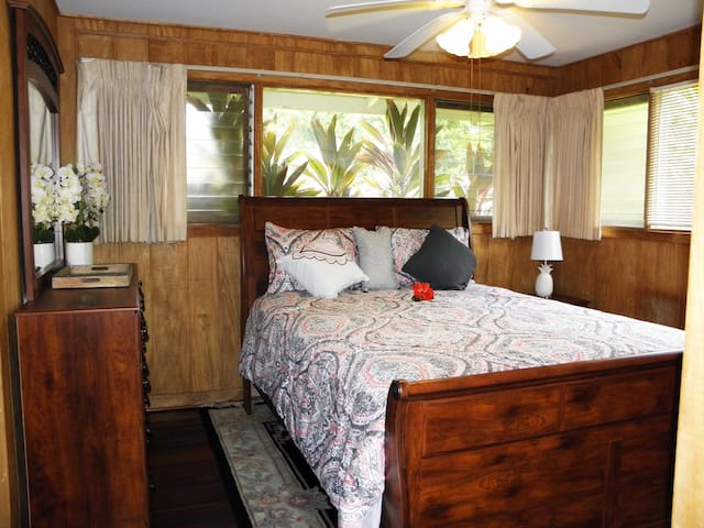 Tropical Getaway  - Private Bedroom with Full Bath