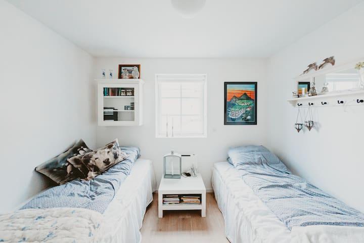 Bedroom: 2 single beds.