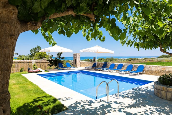Villa Pinelopi - 350 meters away from sandy beach!
