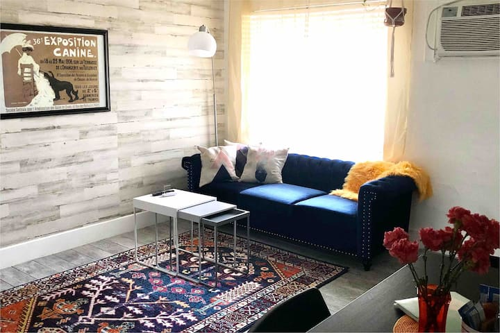 Freshly remodeled cute 2BD/1BA with kitchen/living