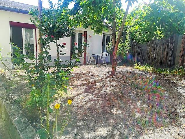 Petite maison avec jardin à deux pas de la gare