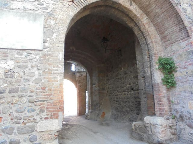 Main entrance to the castle
