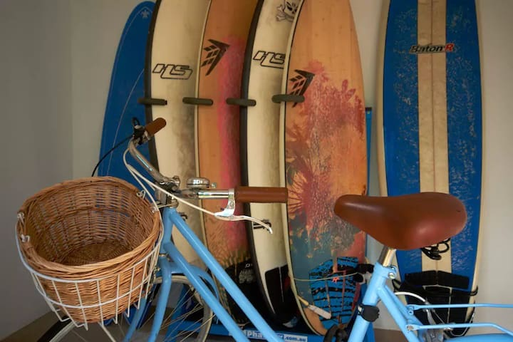Surfboards & bikes are left for guests to enjoy the beach & neighbourhood.